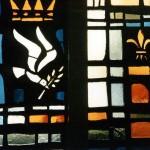 Vitrail, symbole de Marie, Reine de la Paix, monastère de l'Annonciade, Thiais