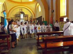 IMGP0594 les vertus prêtes pour la procession