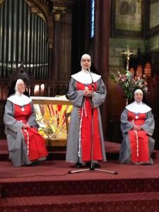 3 soeurs pour la journée de l'Appel à Saint Martin des Champs.