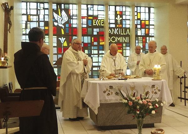 Mgr Boulanger à Thiais pour la Sainte Jeanne