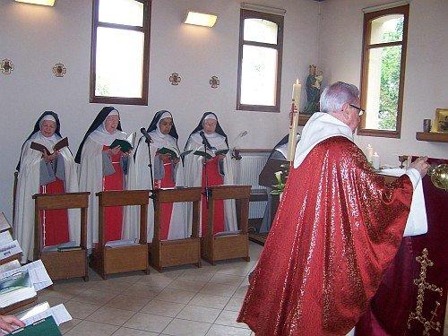 La messe de Pentecôte au Monastère de l'Annonciade de Brucourt. Présidée par Le Jean-Pierre Delsarte