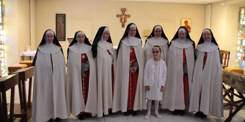 Première communion de Sarah, Troubadour de la Paix!