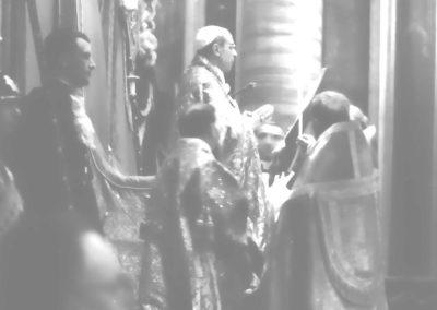 Pie XII lisant l'Oraison de la nouvelle sainte