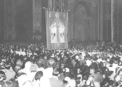 Saint-Pierre de Rome, Procession d'entrée avec Bannière de la sainte