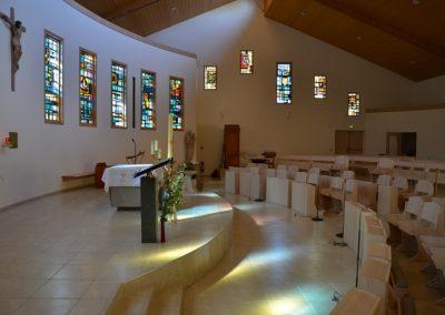 La lumière se promène dans notre église.